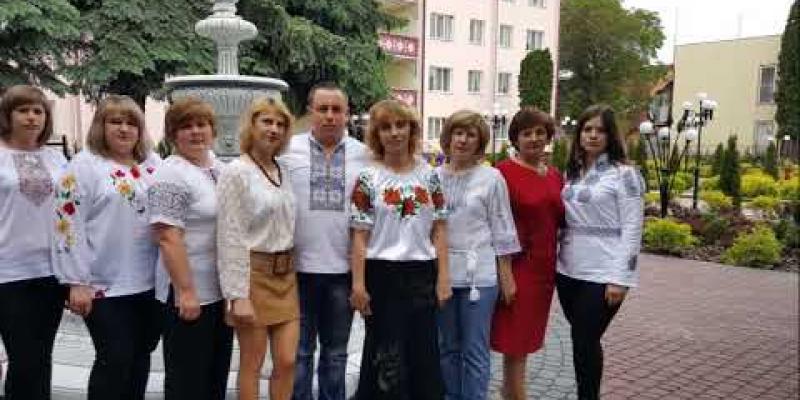 Вбудована мініатюра для Музичний кліп колективу Чемеровецького районного центру зайнятості до Дня Вишиванки